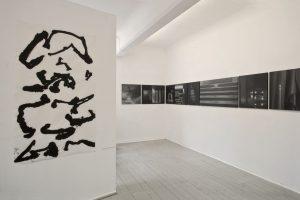 SittArt Galerie, Künstler Atelier Haus Düsseldorf, 2012 im Vordergrund: eine Arbeit von Sabine Tschierschky