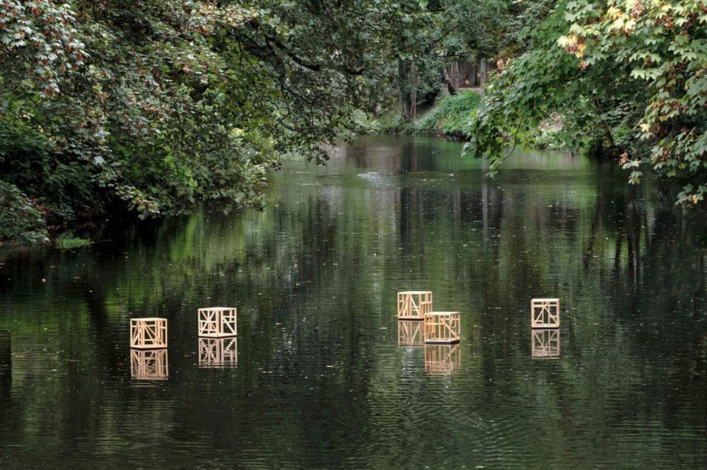 Installation auf dem Seitenarm der Ruhr in Essen Werden